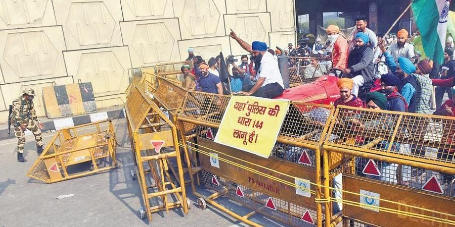 On Tuesday afternoon, hundreds of farmers gathered at the Noida and Delhi border on Tuesday, stopping traffic movement on a key routes.