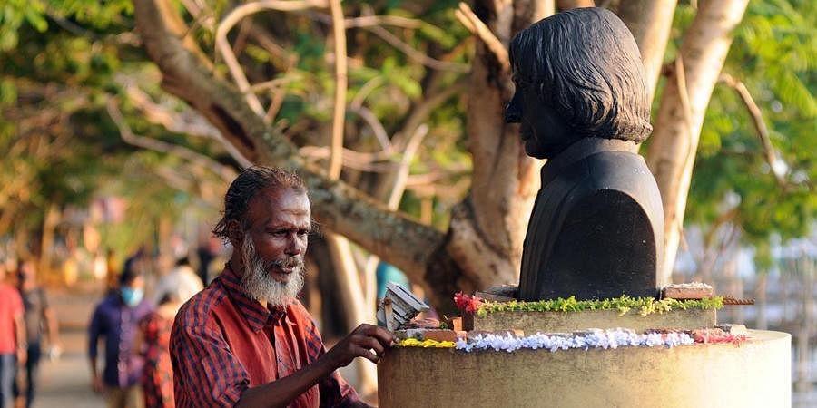 Sivadasan adorns the statue of APJ Abdul Kalam with flowers.