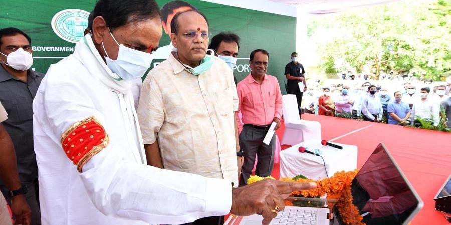 Telangana CM K Chandrasekhar Rao along with Chief Secretary Somesh Kumar during the launch of Dharani portal for online registration of properties