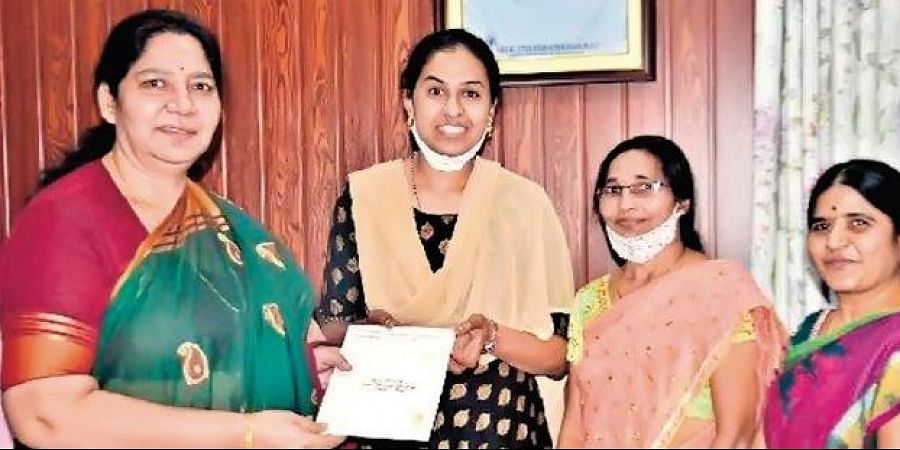 rathyusha invites Women and Child Welfare Minister Satyavathi Rathod for her wedding, in Hyderabad, on Friday