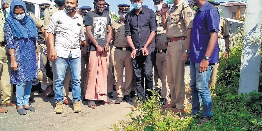 Accused Prabhukumar and Suresh recount the events that unfolded on the day of the murder, at the crime spot near the Manamkulambu school at Thenkurissy.