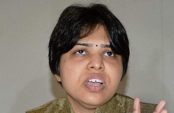 Activist Trupti Desai writes to Maharashtra CM over Shirdi temple dress code