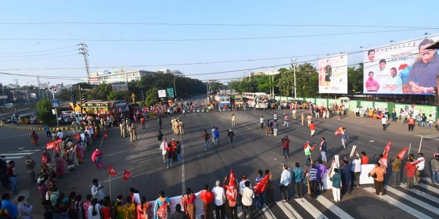 Left parties staging protest against Farm Bill 2020 during Bharat Bandh at Maddillapalem in Visakhapatnam on Tuesday