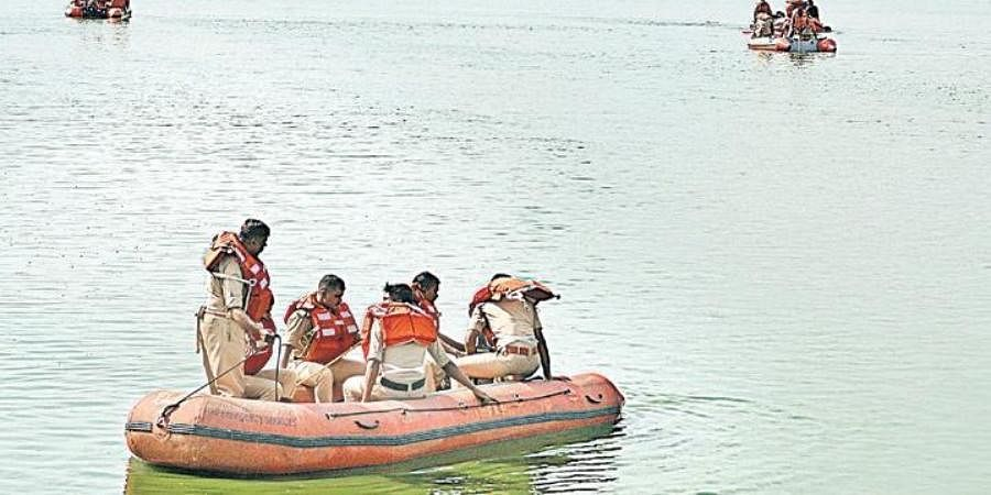 A team of NDRF personnel search for Sachin Machaiah's body in Kalkere Lake, in Bengaluru on Sunday.