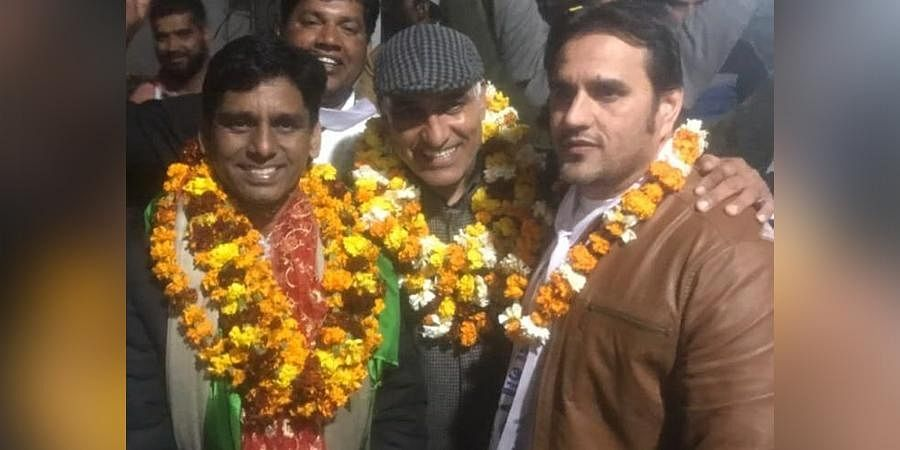 Naresh Yadav (Left) along with Ashok Mann (Right) who was shot dead