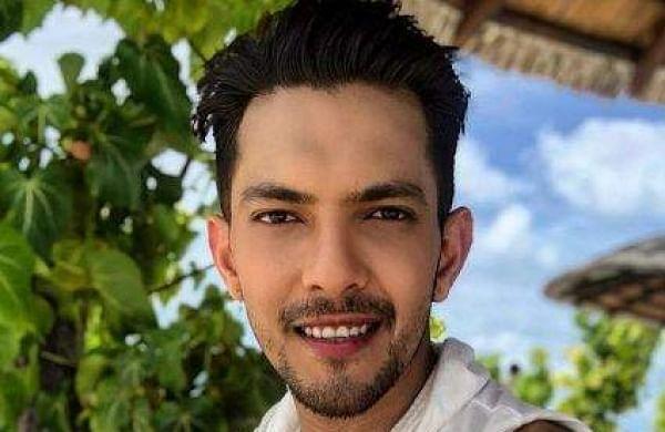 Aditya Narayan to make digital debut with singing show 'LIV Shout-Out'