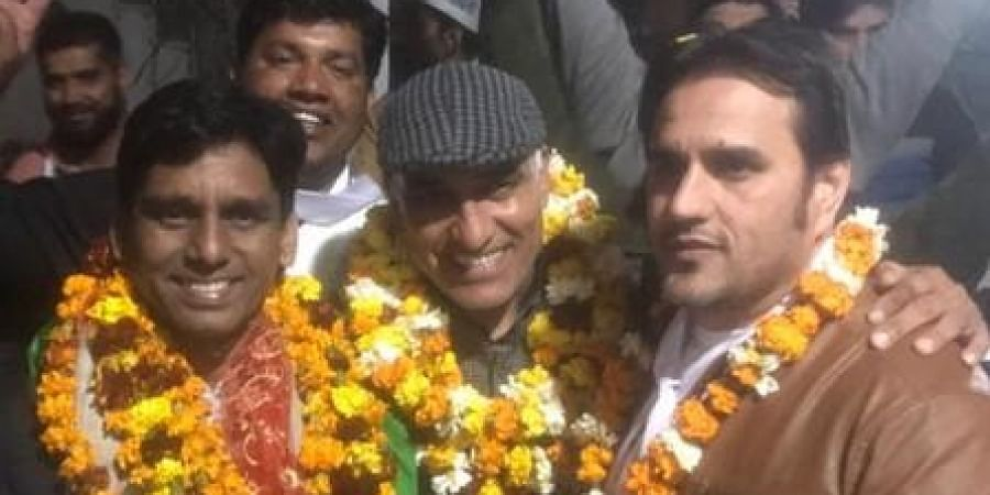 AAP MLA Naresh Yadav (R) with Ashok Mann (L) who was killed in the firing