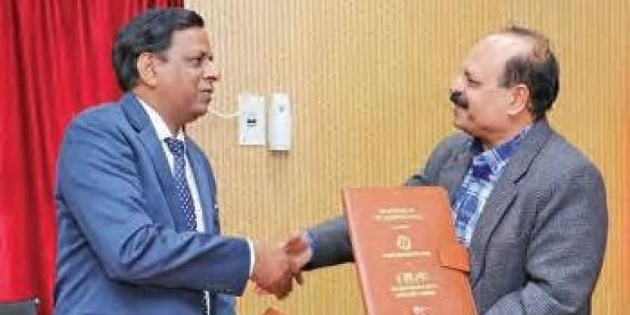 Vilas Tonapi, Director ICAR-IIMR, Hyderabad with Narendra Mohan, Director, National Sugar Institute, Kanpur