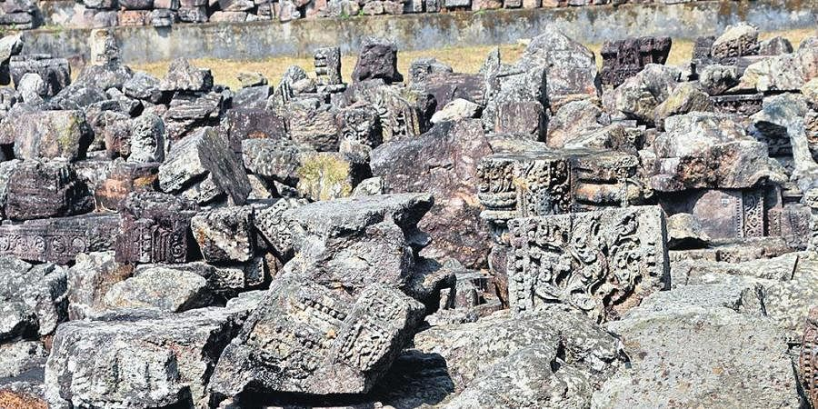 ndia's premier archaeological agency is often accused of replacing intricately engraved sculptures with plain stones on the walls of the 13th-century monument, a charge ASI has constantly refuted.