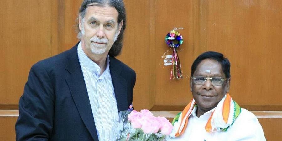 German envoy to India Walter J Linder (L) with Puducherry CM V Narayanasamy