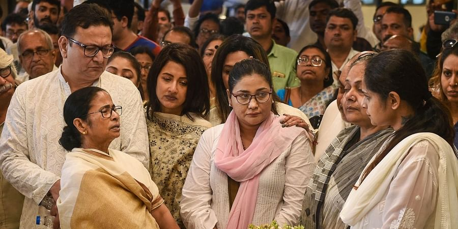 West Bengal CM Mamata Banerjee consoles the family members of former Trinamool Congress MP Tapas Paul after paying him the last respects in Kolkata