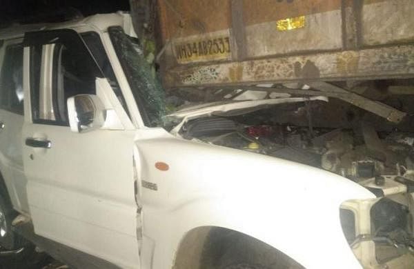 Six killed, seven injured as SUV rams into truck in Maharashtra