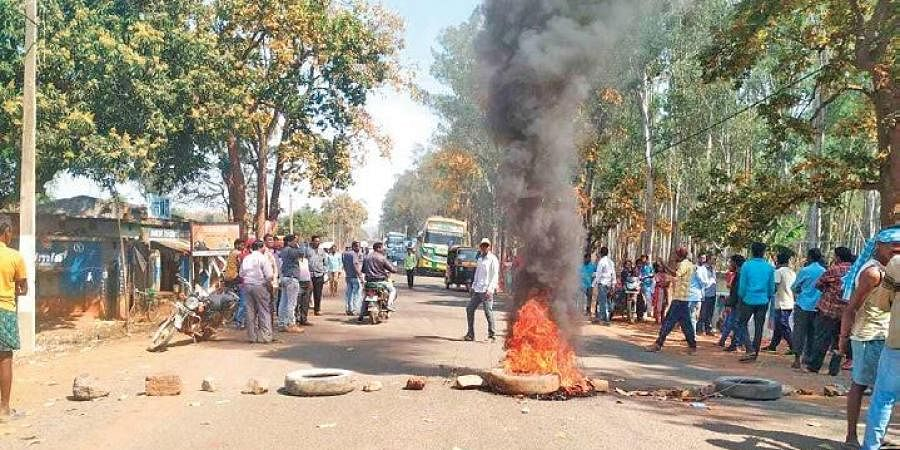 Tatto-Tangabila road blocked by irate locals