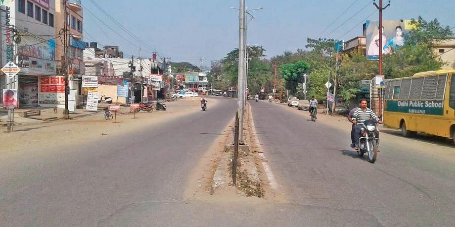 The Budharaja-Ainthapali main road in Sambalpur city wears a deserted look due to the bandh on Sunday