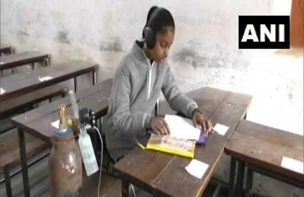 Suffering from lung disease, girl carries oxygen cylinder to examination hall in Bareilly