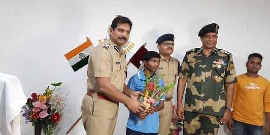 DIG (South Western) Safeen Ahmad K with the Maoist Kamlyu