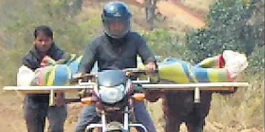 With police assistance not forthcoming, family members of the deceased made arrangements for getting the body on a motorcycle for 20 km from Bihangudi to Hantalguda.