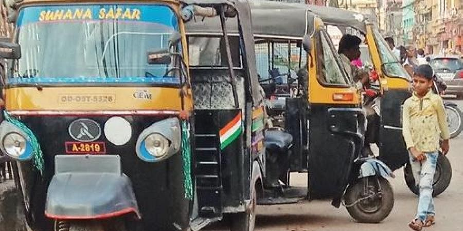 Auto-rickshaws parked in front of old jail at Dargha Bazaar