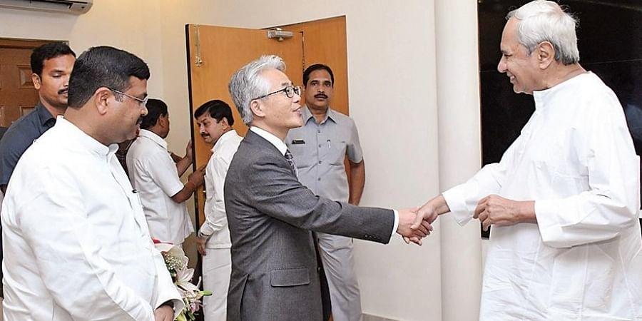 Chief Minister Naveen Patnaik greets Japan Ambassador Satoshi Suzuki and Union Steel Minister Dharmendra Pradhan at Lokaseva Bhavan in Bhubaneswar on Thursday
