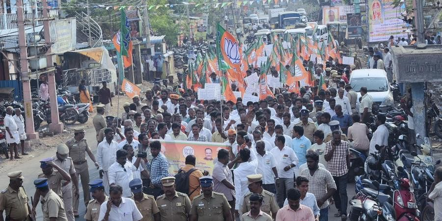 Top leaders including Vellore district vice-president of BJP, M Jagan, RSS leader Jagadeesan and VHP's Prabaharan also participated.