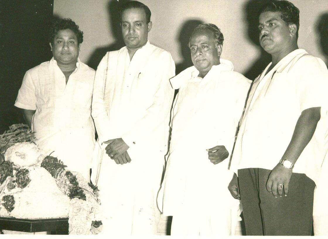 Sivaji Ganesan (extreme left), veteran film actor with former Tamil Nadu Chief Minister CN Annadurai (2nd right).