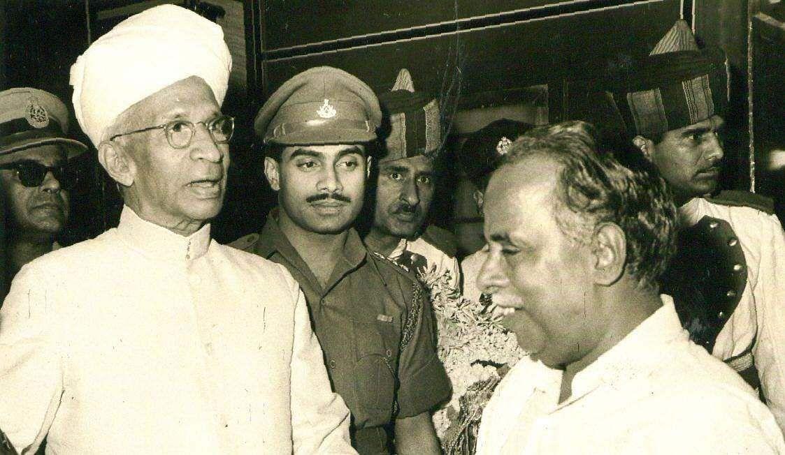 Former Tamil  Nadu CM Annadurai receiving president Radha Krishnan at the Madras Central Railway Station.