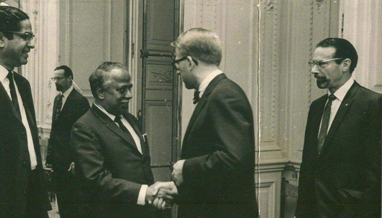 American delegates at the United Nations greet former Tamil Nadu Chief Minister Annadurai CN who was introduced by Mr G Parthasarathy Indian Ambassadar to the UN.