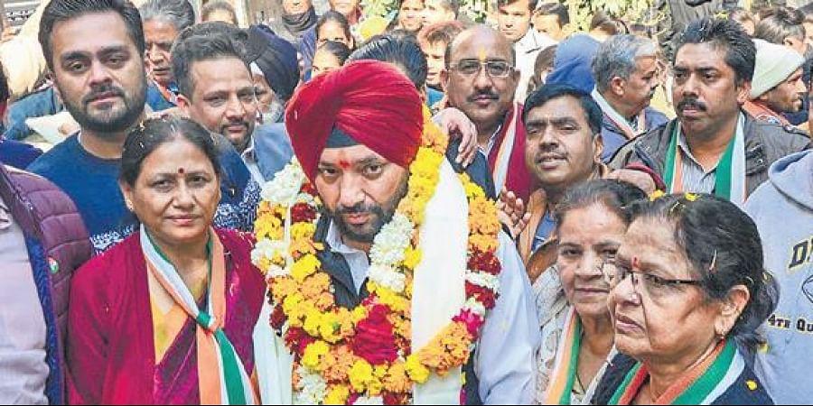 Congress leader Arvinder Singh Lovely during a door-to-door campaign