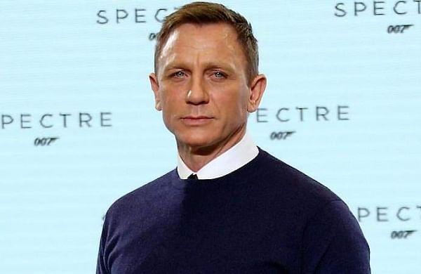 Daniel Craig chokes up biding emotional farewell to James Bond
