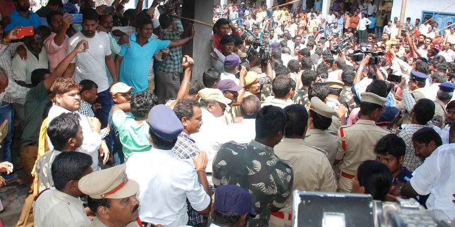 Maruthi Rao funeral procession at Miryalguda on Monday