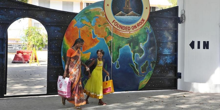 Hostel students going home with parents after closure of schools in Chennai