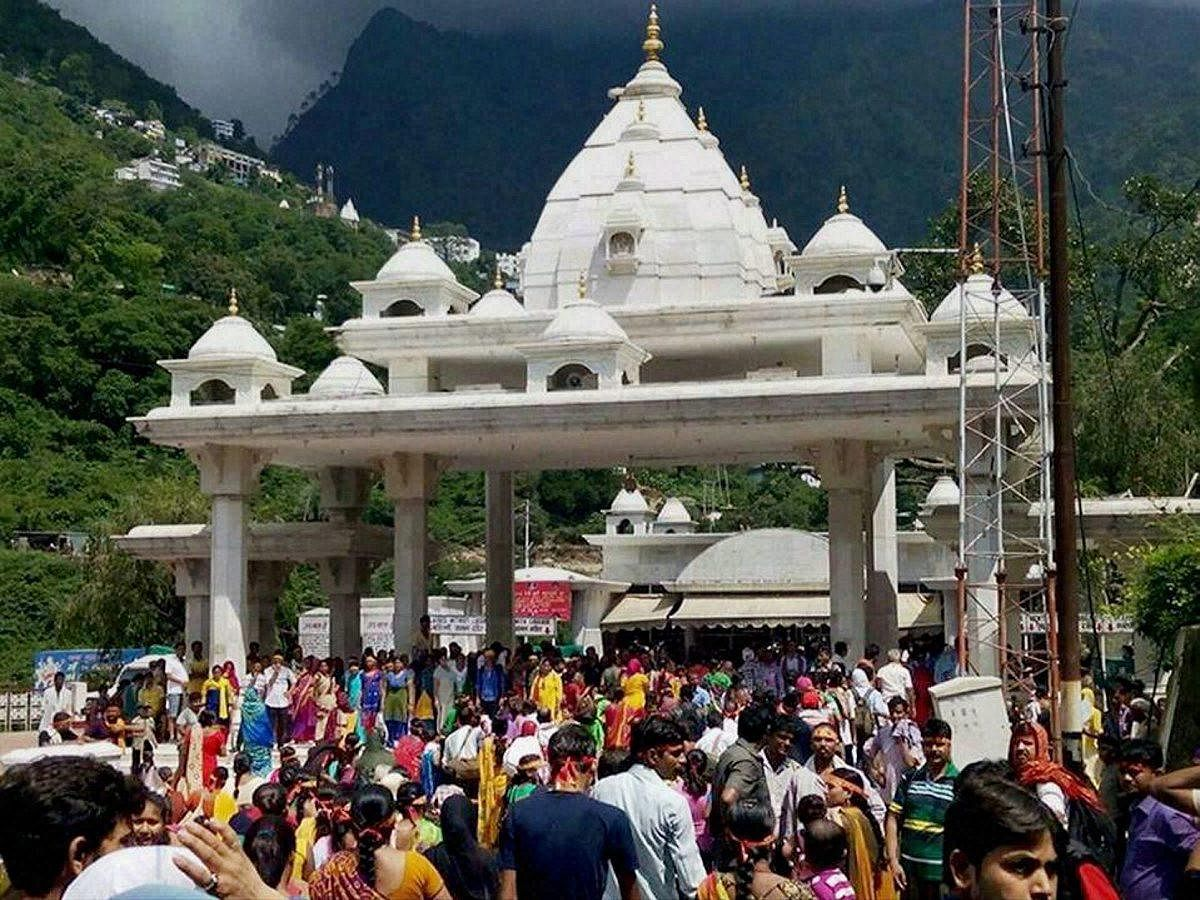 Vaishno Devi Yatra has been canceled by the Shri Mata Vaishno Devi Trust at Katra in Jammu till March 31. The decision has come at a time when the number of passengers in this season increases every year.