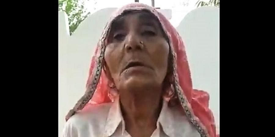 The video shows the elderly lady clad in a white shirt and draped in a red saree goes on to give a detailed description of Mahatma Gandhi and his love for non-violence in crisp and fluent English.