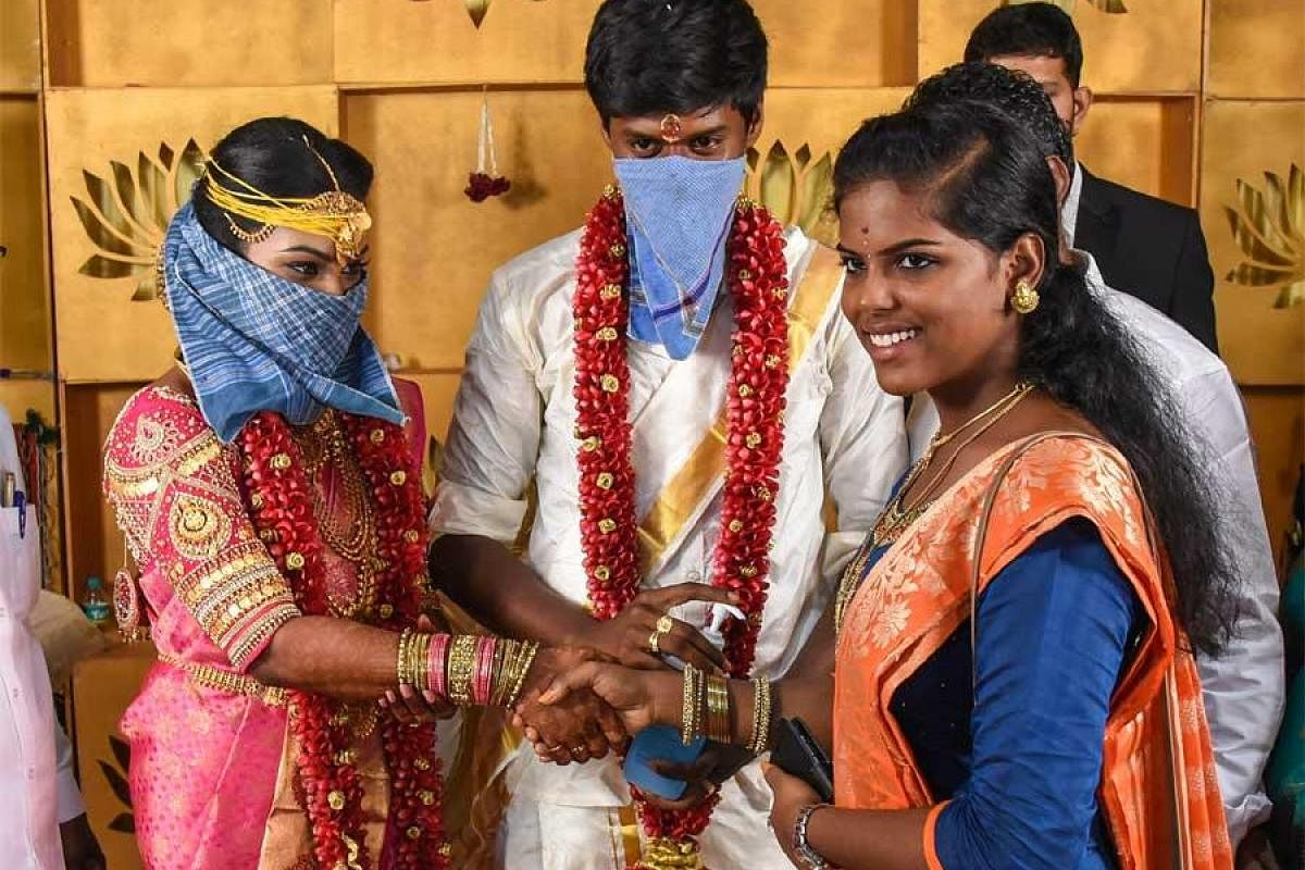 Visitors welcomed with hand sanitizers as couples go for brief weddings in Tamil Nadu - The New Indian Express