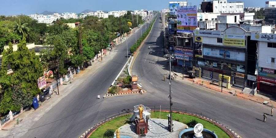 Court cross roads in Karimnagar has a deserted look amid 'Janta Curfew'