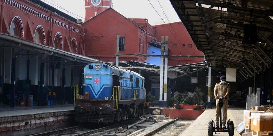 As the city moves to a complete lockdown,  the ever busy Chennai Central wears deserted look in Chennai on Sunday