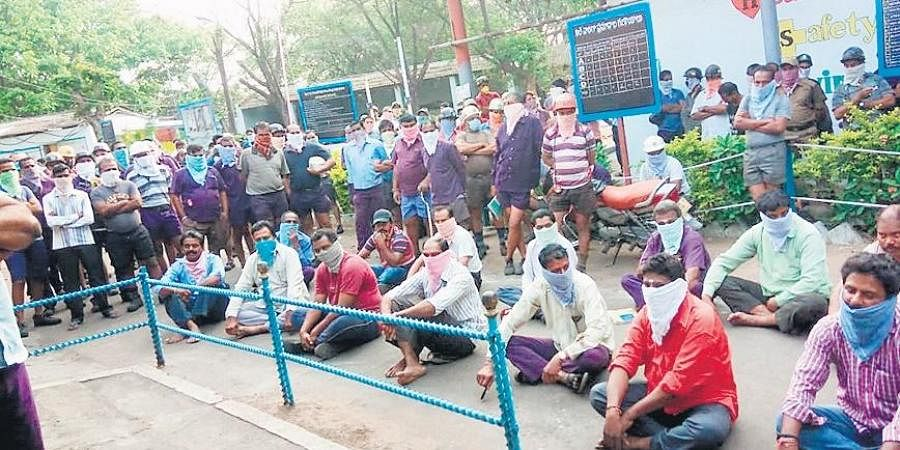 Several employees of the Kakatiya Longwall Project of the SCCL staged a protest outside the office on Tuesday