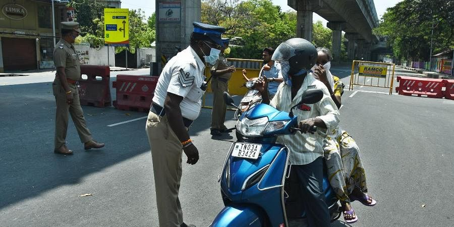 Traffic police advice motorists not to come outside without essential reasons at Meenambakkam