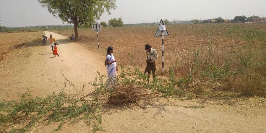 Villagers blocked the borders to control the COVID-19 by putting a warning board at Gotukuru panchayat in Anantapur district