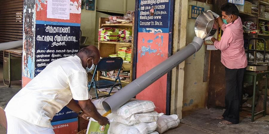Tiruchy ration shops use pipes to keep consumers at safe distance, practice social distancing- The New Indian Express