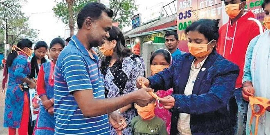 Nirupama Sahoo distributing masks in Baripada town