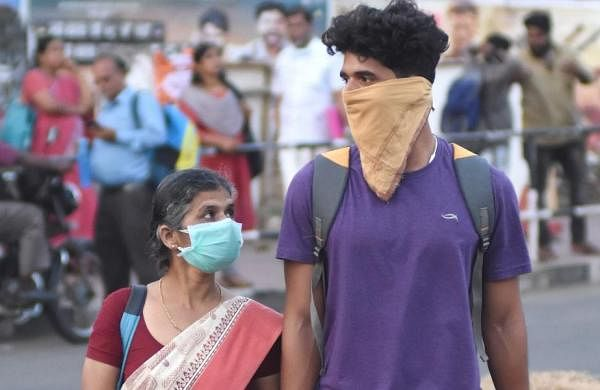 Pensioners queue before banks, breach lockdown guidelines in Thiruvananthapuram