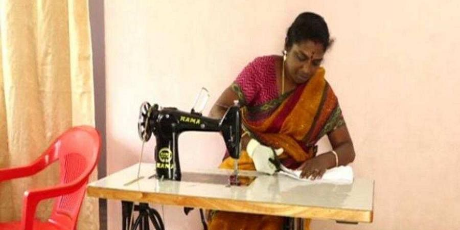 After taking feedback from underprivileged women, Kannama started the business of making affordable home-made pads.