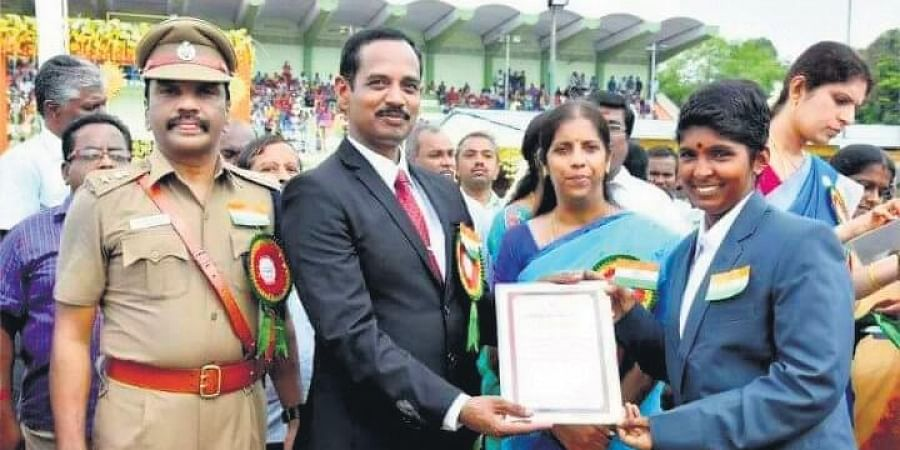Janagi receiving an award from Erode collector during the Independence Day celebrations in 2017.