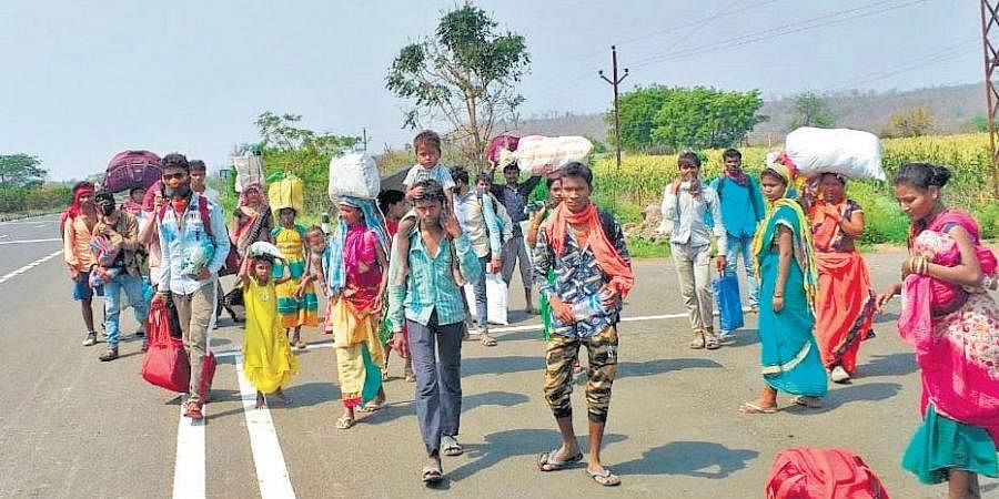 Migrant labourers en route their native village at Nagpur