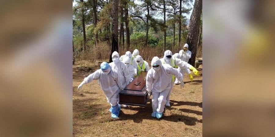Coronavirus victim burial