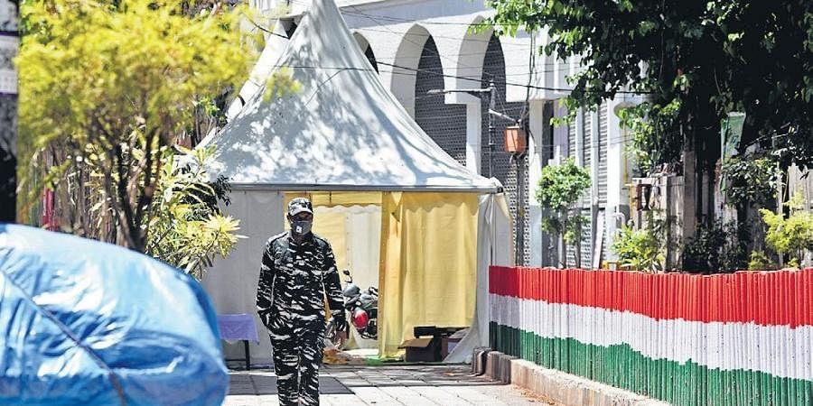 A CRPF personnel patrols outside the cordoned off area at Tablighi Jamaat's Nizamuddin Markaz