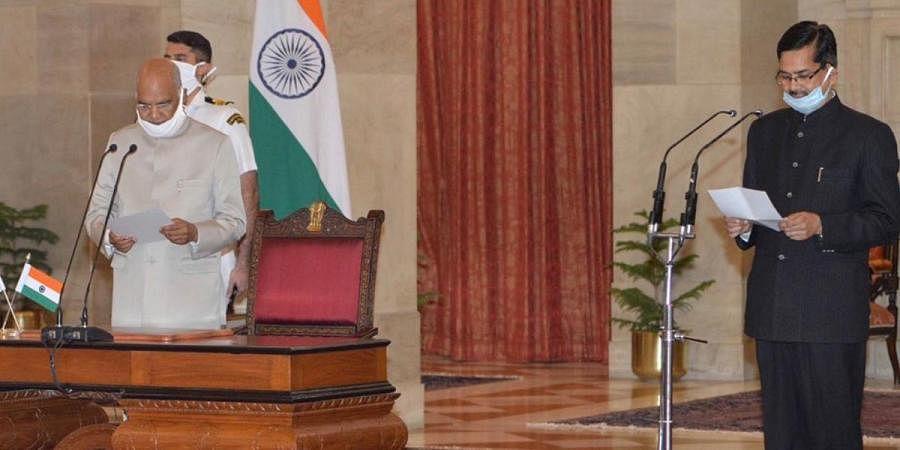 President Ramnath Kovind administers the Oath of Office to newly-appointed Chief Vigilance Commissioner (CVC) Shri Sanjay Kothari at Rashtrapati Bhavan