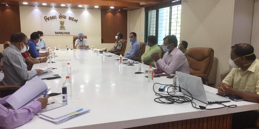 Inter-ministerial central team in Gujarat holds meeting with officials of Ahmedabad regarding coronavirus situation.