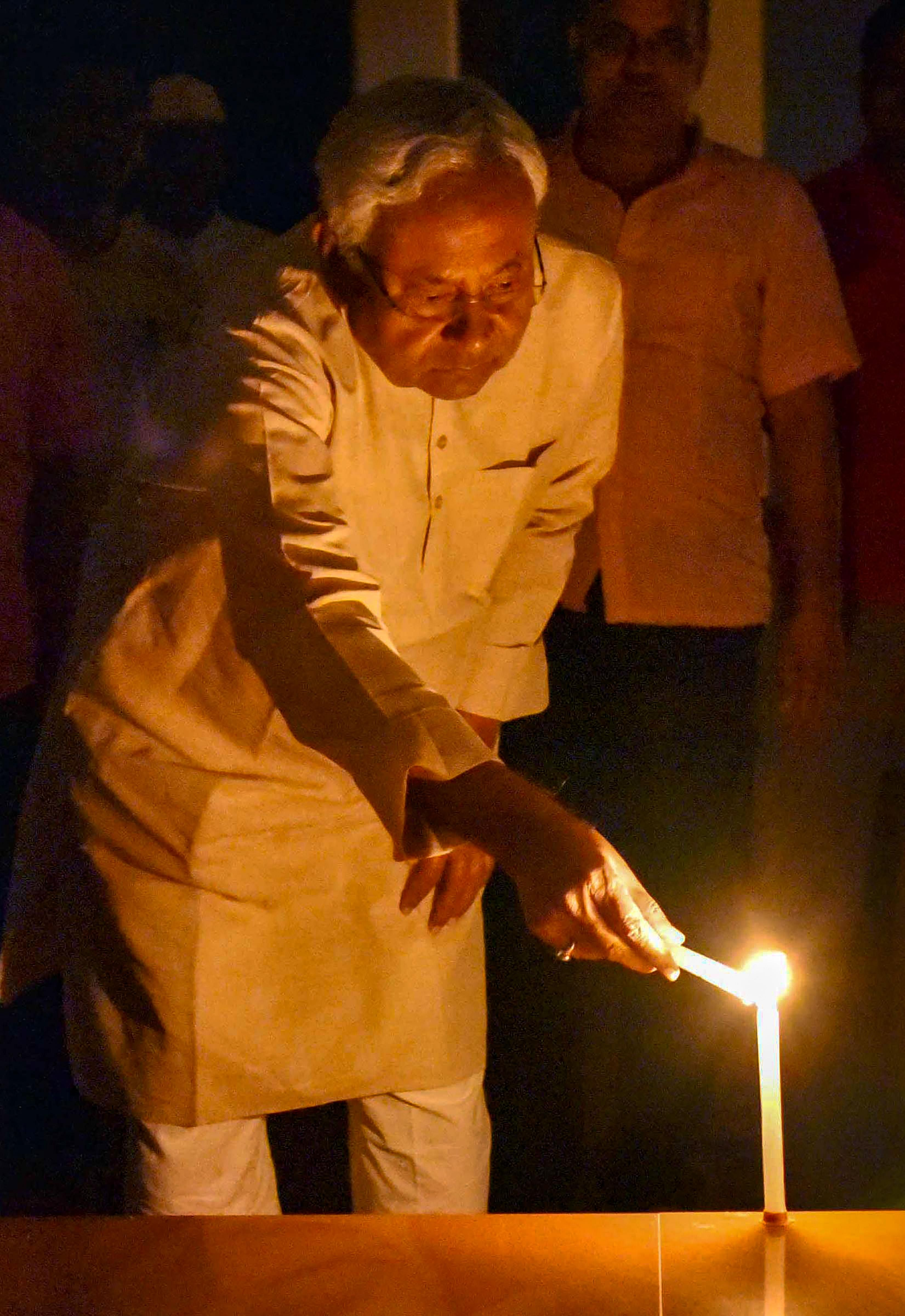 Bihar CM Nitish Kumar lights candles to express the country's unity in fight against COVID-19, amid the nationwide lockdown, in Patna, Sunday.PTI05-04-2020_000219A